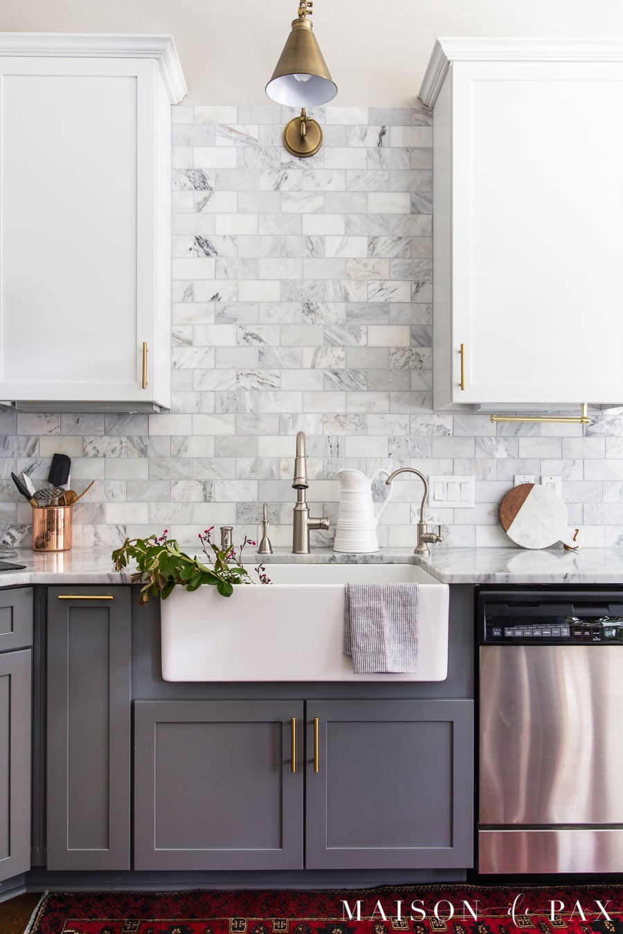 kitchen organization ideas: follow these 5 tips for a beautiful and functional kitchen! #kitchenorganization #organize #organizationideas #cabinetorganization #marblekitchen