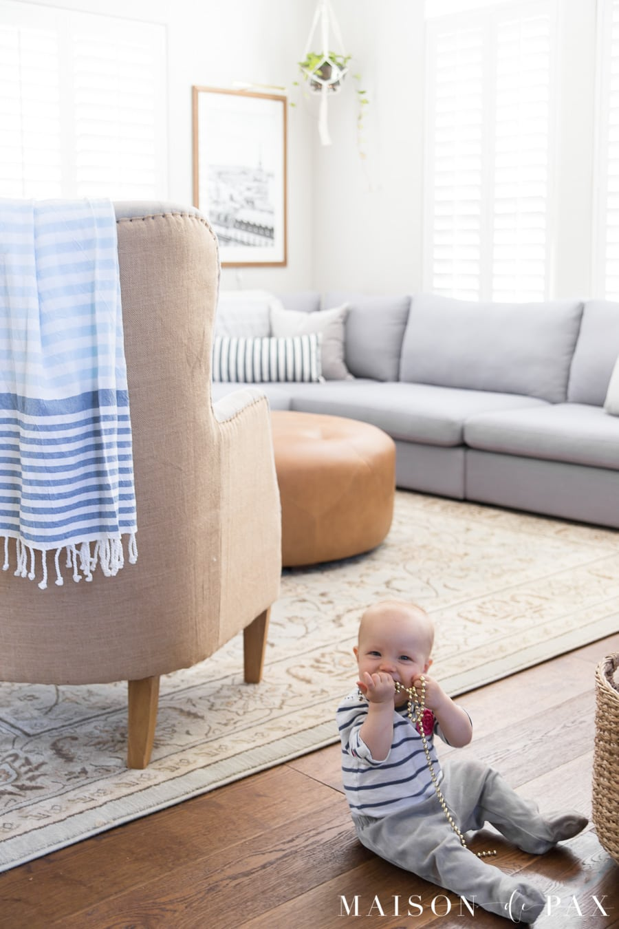 Get 5 tips for creating a light, bright family room that's kid friendly! #sectionalsofa #neutraldecor #livingroomdecor #livingroomdesign