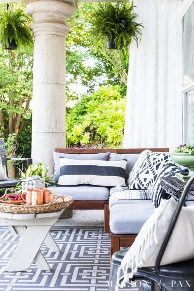 Summer Patio: get outdoor living decorating ideas #outdoorliving #patio #patiodecor #blackandwhite #succulents #backporch #outdoorentertaining