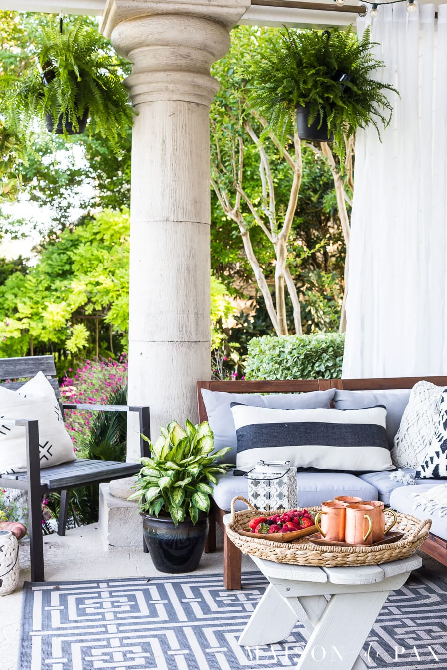 Outdoor textiles make all the difference! Find out where to get these gorgeous accents for your patio! #outdoorliving #patio #patiodecor #blackandwhite #succulents #backporch #outdoorentertaining