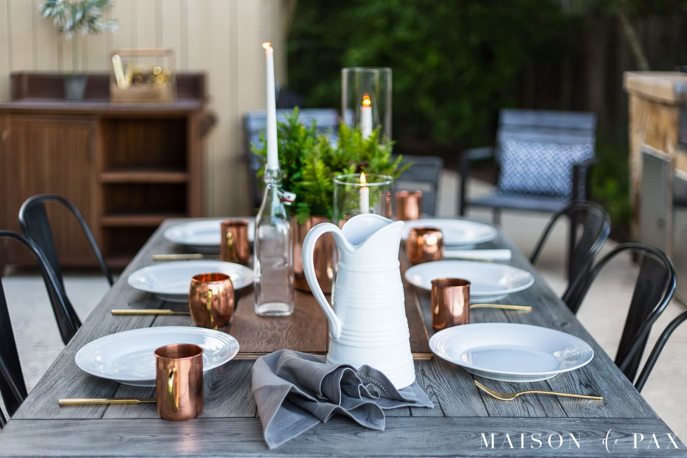 casually elegant outdoor dining