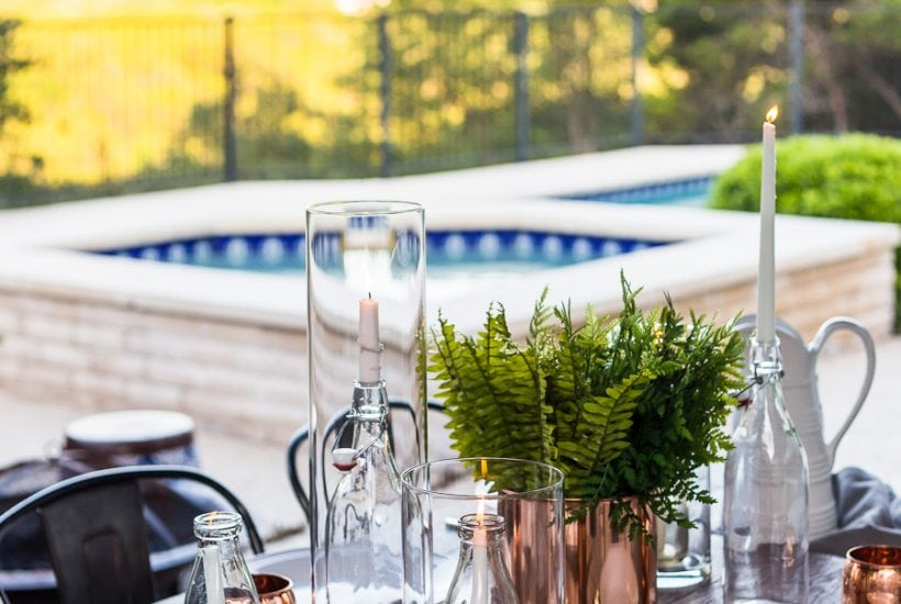 Simple summer outdoor dining: get these tips for casually elegant outdoor dining! #outdoordining #outdoorentertaining #summerentertaining #poolsidedining #stringlights