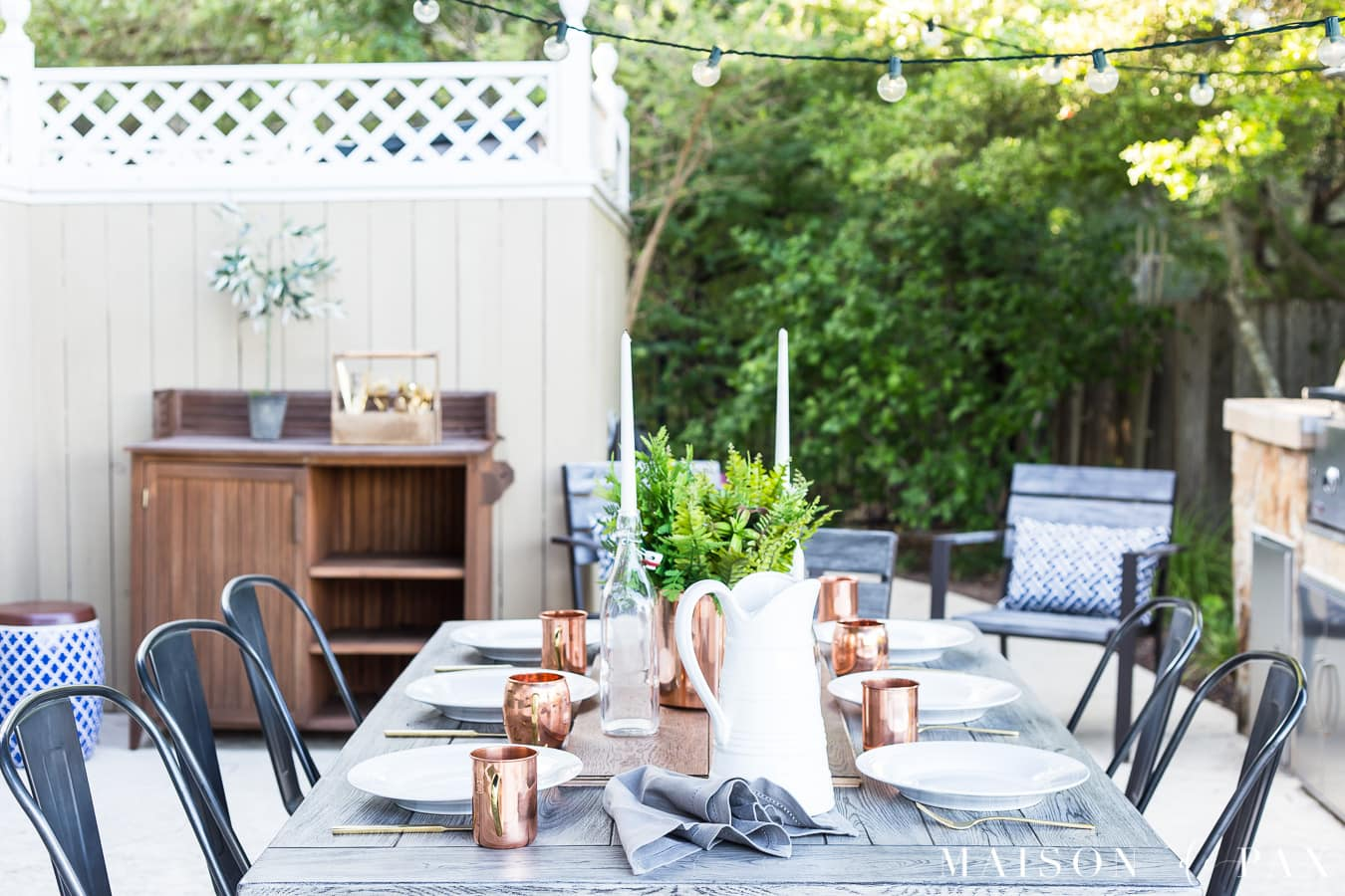 perfectly simple yet elegant outdoor summer dining