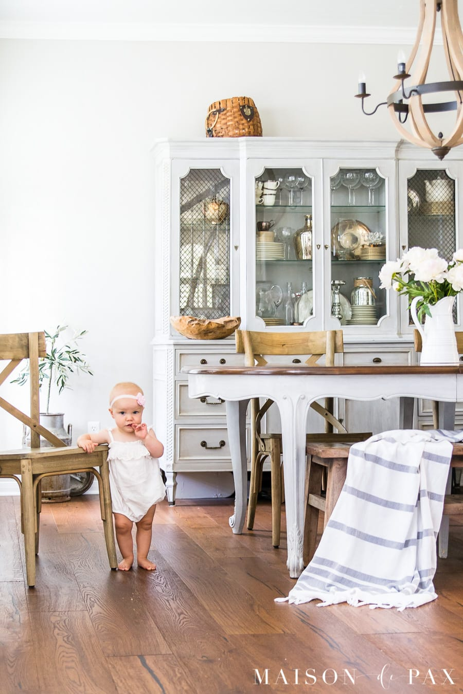 Find out how to achieve a simple French Country dining room look. #frenchcountry #diningroom