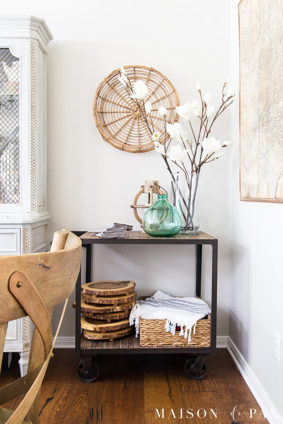 Get a simple, casually elegant look for your summer bar cart. #frenchcountry #neutrals #diningroom #decorating #frenchfarmhouse #frenchdecor #diningroomdecor