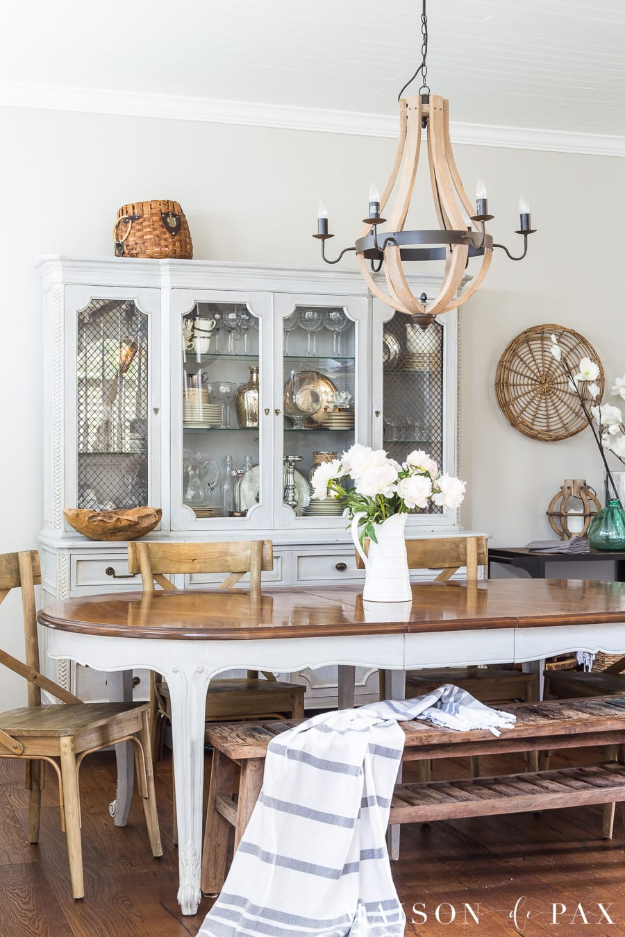 Tips to create a French Country dining room look. #frenchcountry #neutrals #diningroom #decorating #frenchfarmhouse #frenchdecor #diningroomdecor