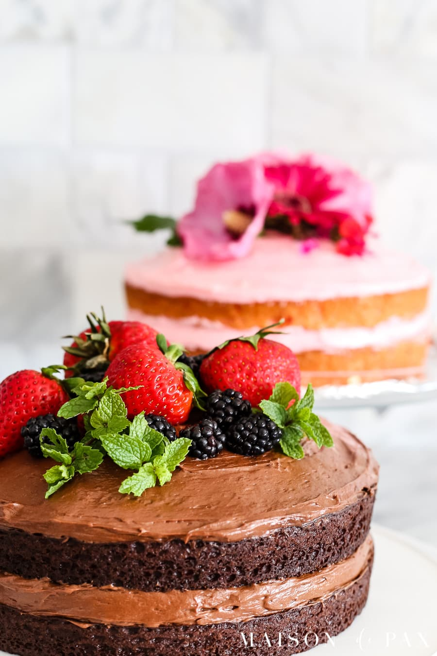 Learn how to make a naked cake! tips and ideas for making and decorating naked cakes. #nakedcake #nakedcakerecipe #cakefrosting #howtofrost #cakerecipe #creamcheesefrosting #cakedecorating #whitecake