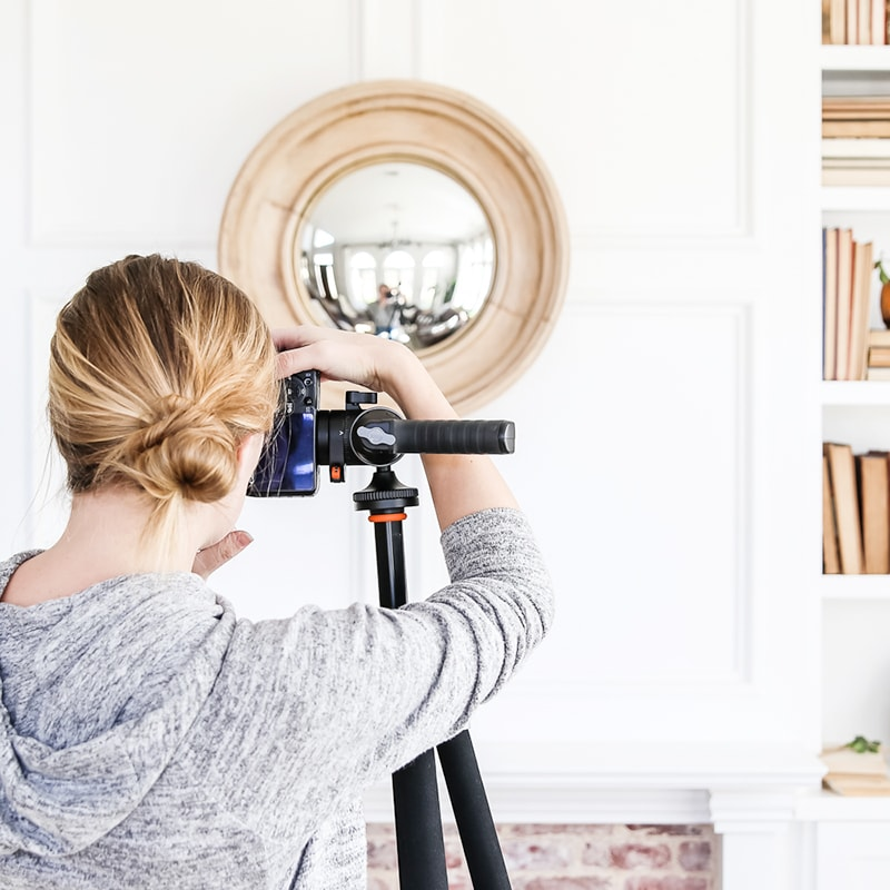 Photographing Interiors: Capturing Beauty - a course by Maison de Pax. Watch a full recorded photoshoot start to finish in unit 5 of this video course! #photographinginteriors #photography #interiorphotography #photographytutorial #photographycourse #videocourse