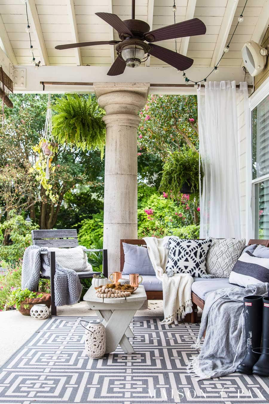 Redecoration Ideas Get easy fall decorating ideas like this black and white porch! #falldecor  #falldecorating