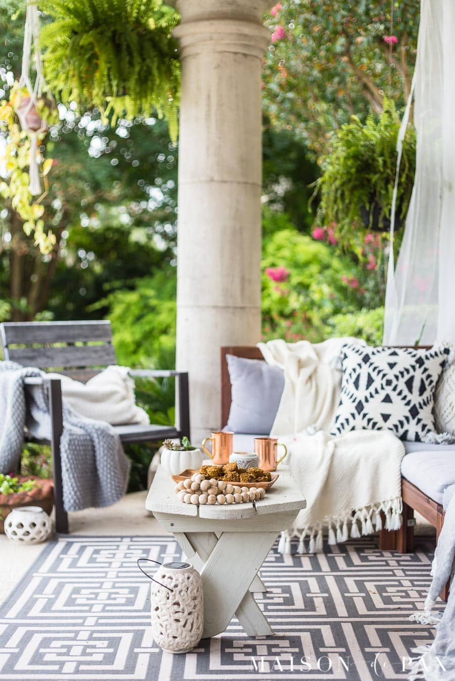 Black and White Fall Porch Decorating Ideas - Maison de Pax