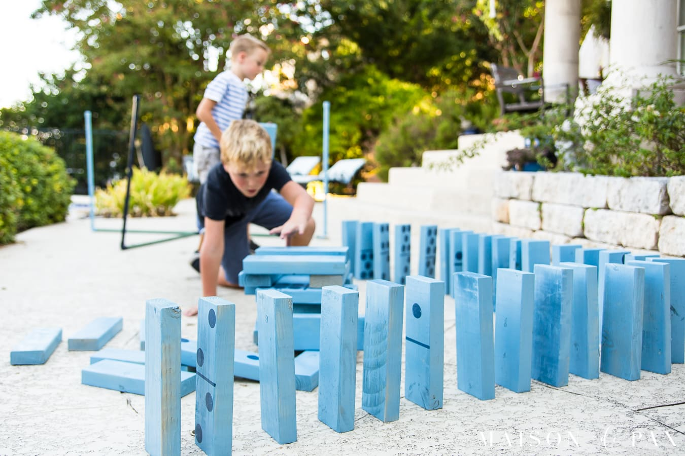 Make giant Jenga and dominoes with your kids: find this and other family projects plus tips for completing project with kids! #familyfun #familyproject #outdoorgames #kidfriendlyproject #diyproject