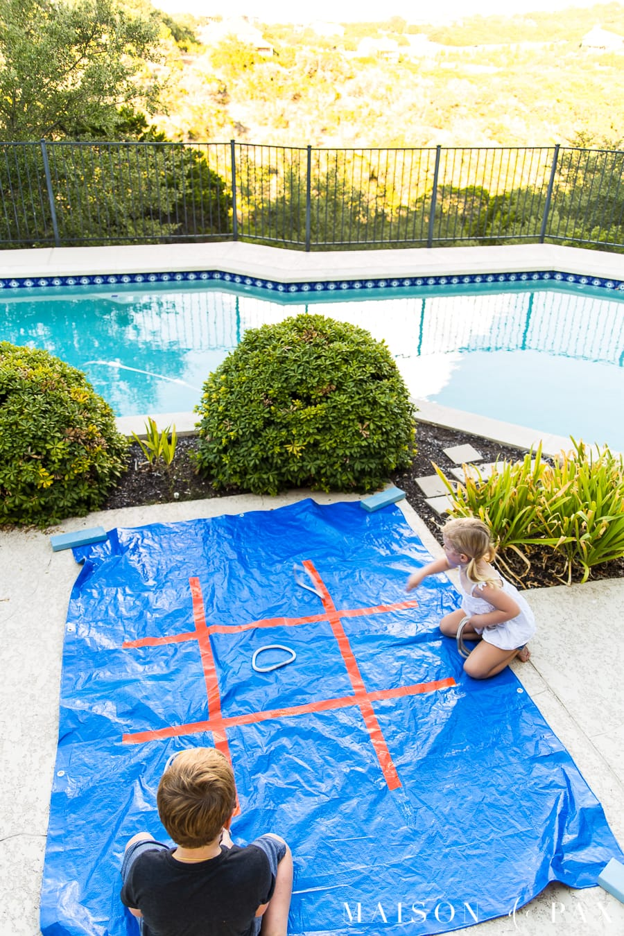 Make giant tic tac toe with your kids: find this and other family projects plus tips for completing project with kids! #familyfun #familyproject #outdoorgames #kidfriendlyproject #diyproject #yardgames