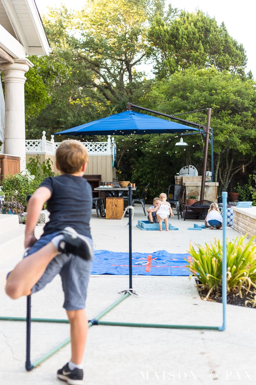 Make giant ring toss with your kids, plus tips for completing project with kids! #familyfun #familyproject #outdoorgames #kidfriendlyproject #diyproject