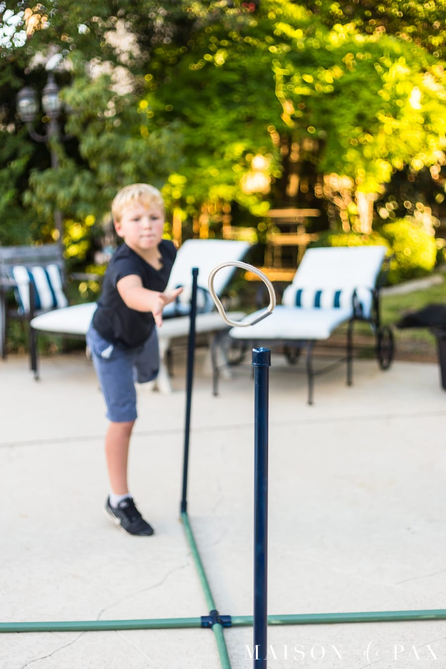 Make giant ring toss with your kids: find this plus tips for completing project with kids! #familyfun #familyproject #outdoorgames #kidfriendlyproject #diyproject