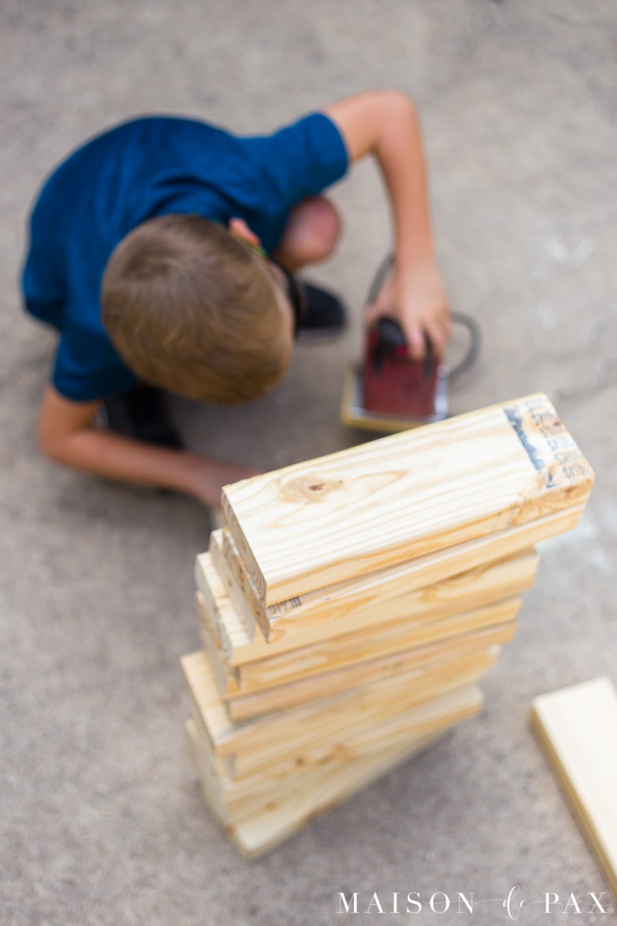 Get tips for completing building projects with your kids! #familyfun #familyproject #outdoorgames #kidfriendlyproject #diyproject