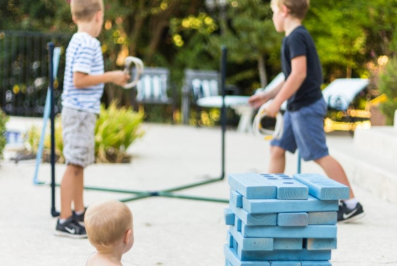 Make giant yard games with your kids: find this and other family projects plus tips for completing project with kids! #familyfun #familyproject #outdoorgames #kidfriendlyproject #diyproject #yardgames