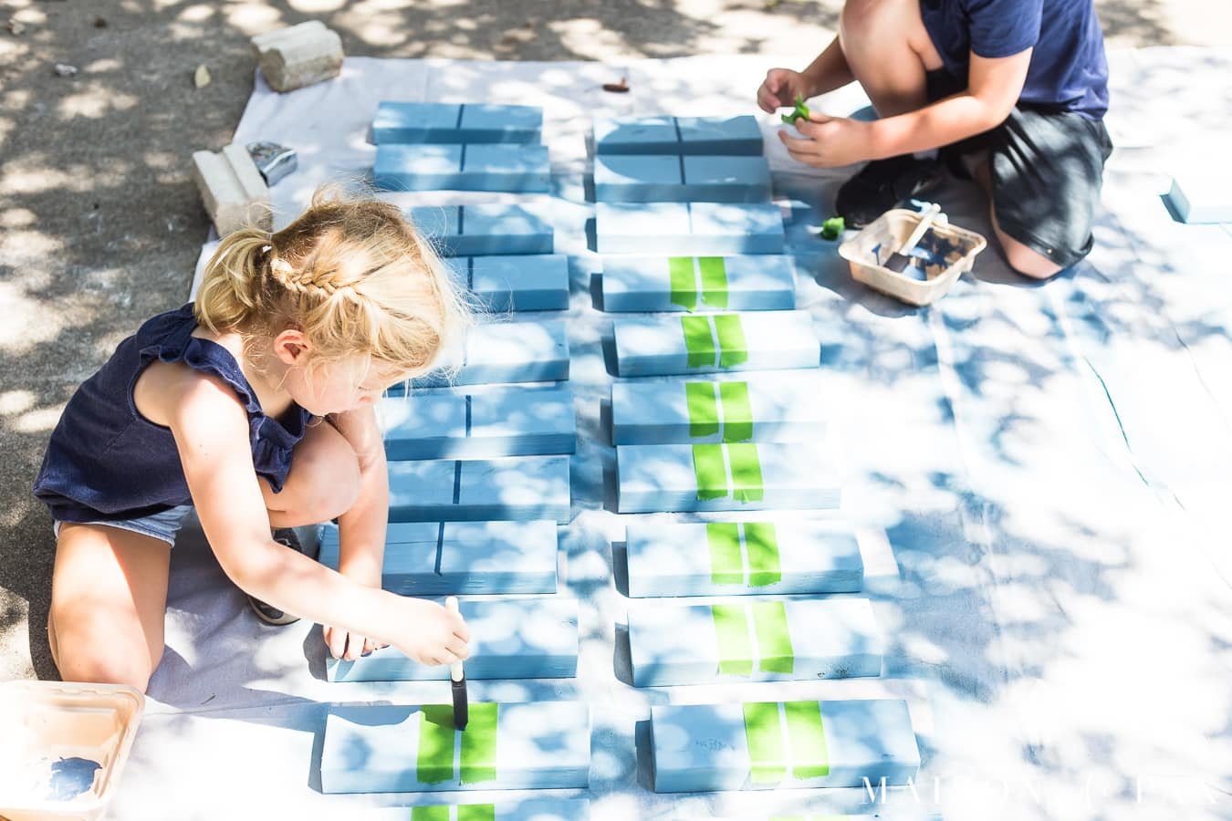 Make giant dominoes with your kids: such a fun project! #familyfun #familyproject #outdoorgames #kidfriendlyproject #diyproject
