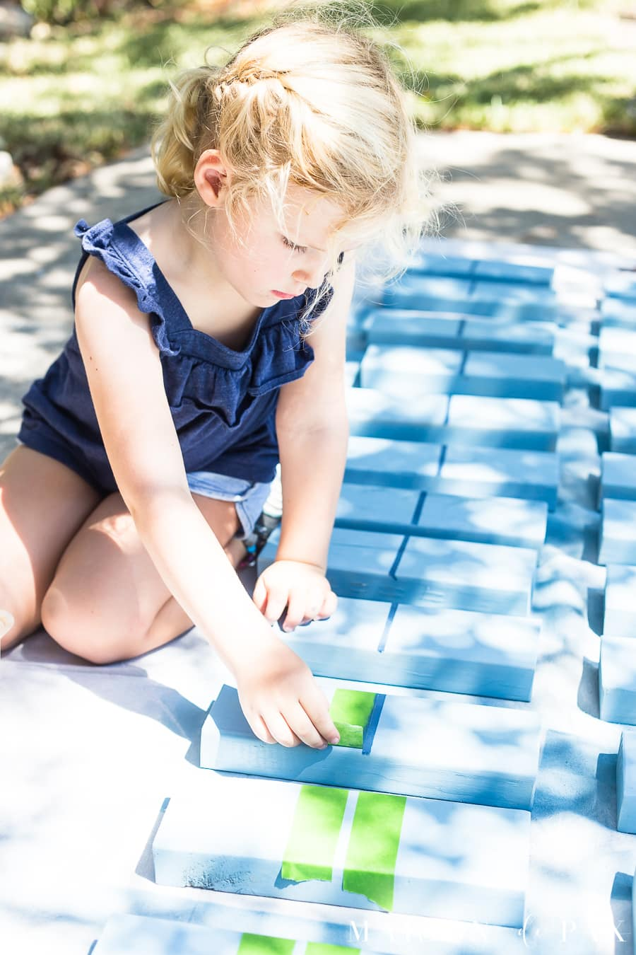 Make outdoor games with your kids: teach your kids to build! #familyfun #familyproject #outdoorgames #kidfriendlyproject #diyproject