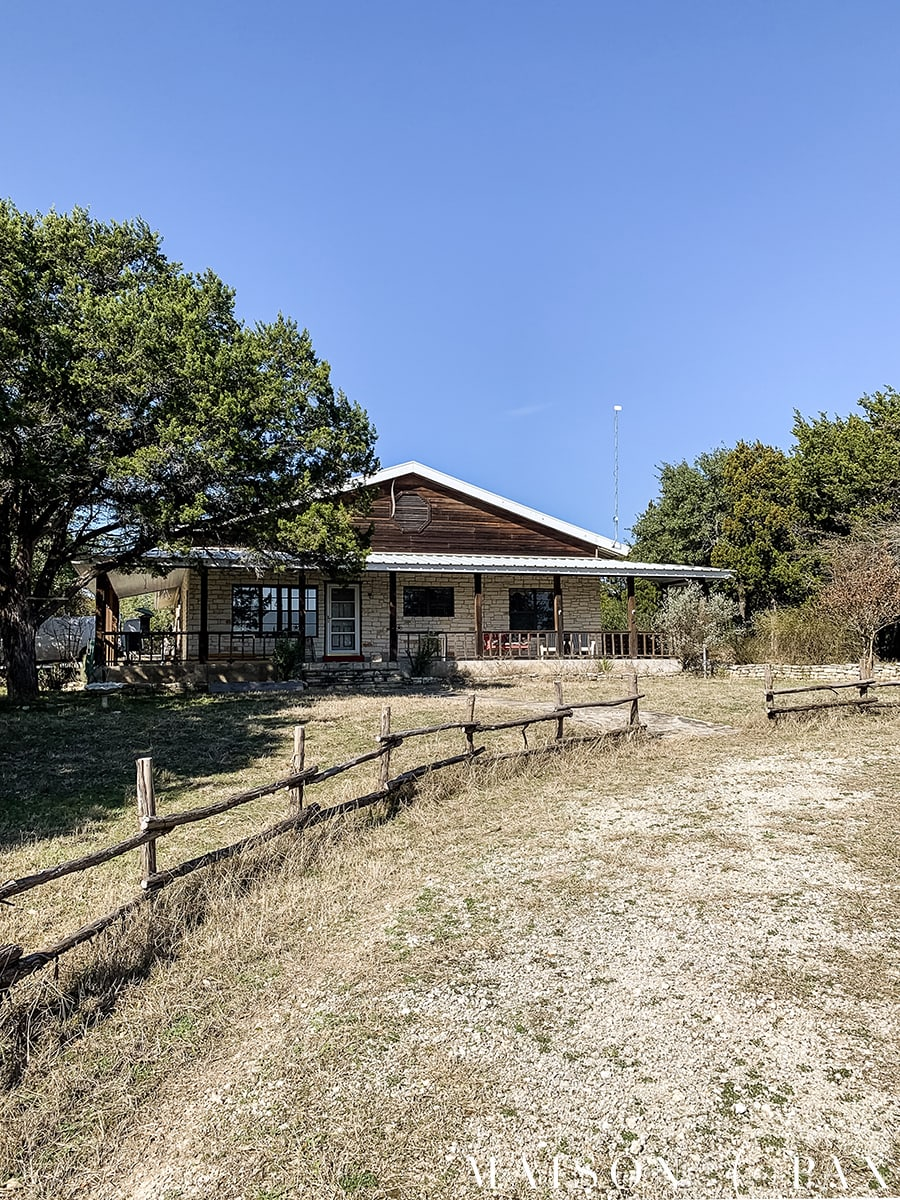 texas ranch house with split rail fence | Maison de Pax
