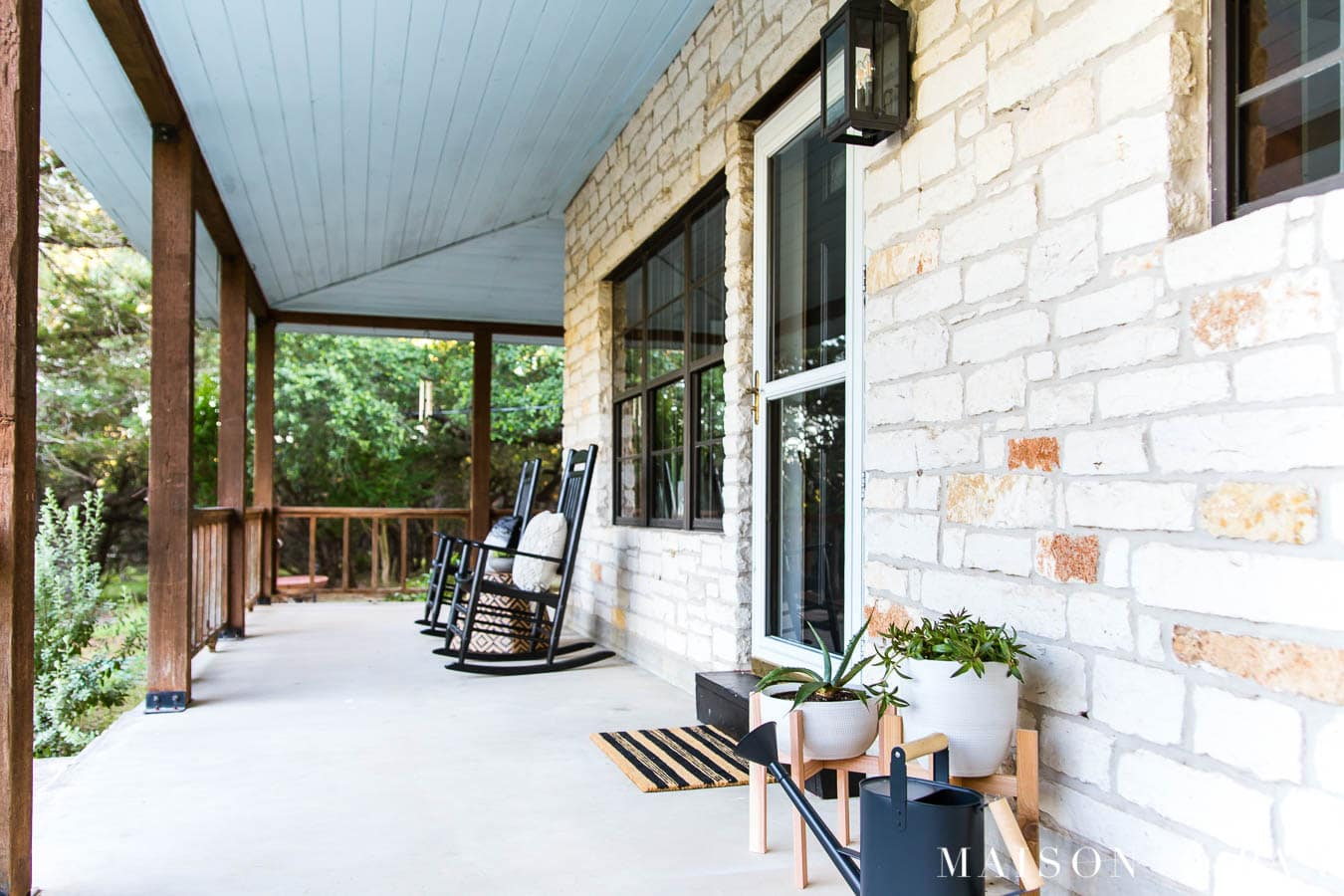 black and white modern farmhouse front porch decorating ideas | Maison de Pax