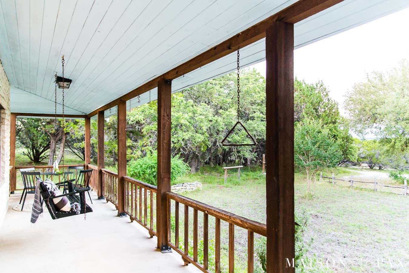 relaxing modern farmhouse wrap around porch   Maison de Pax
