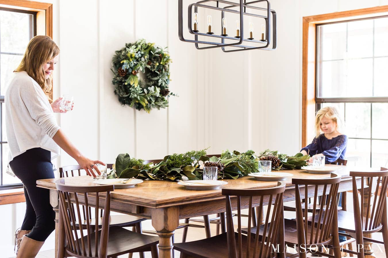 woman and girl setting Christmas table | Maison de Pax