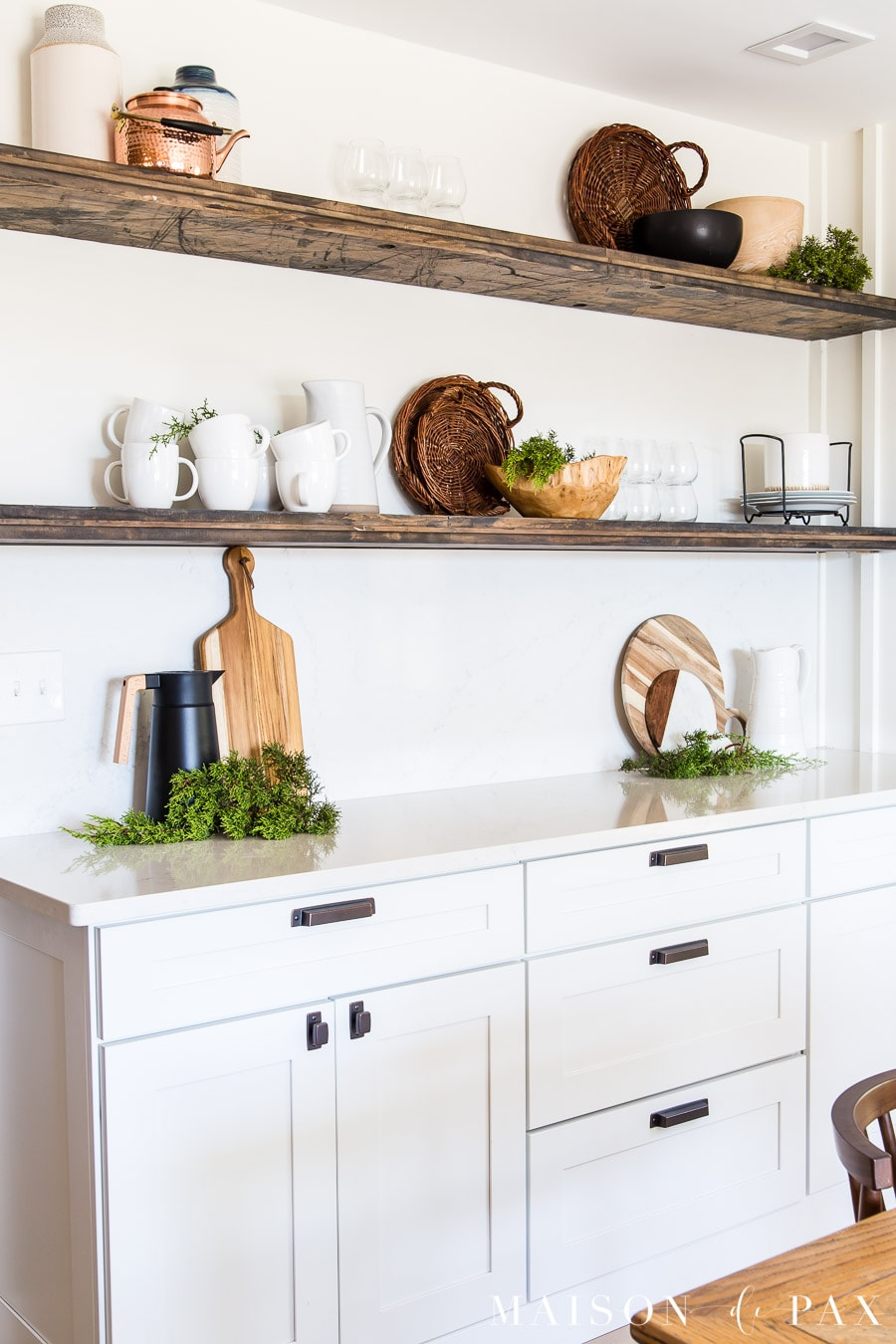 farmhouse open shelves with christmas decor | Maison de Pax