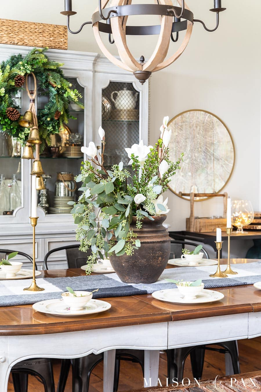 holiday dining table with twinkle lights and christmas decorations | Maison de Pax