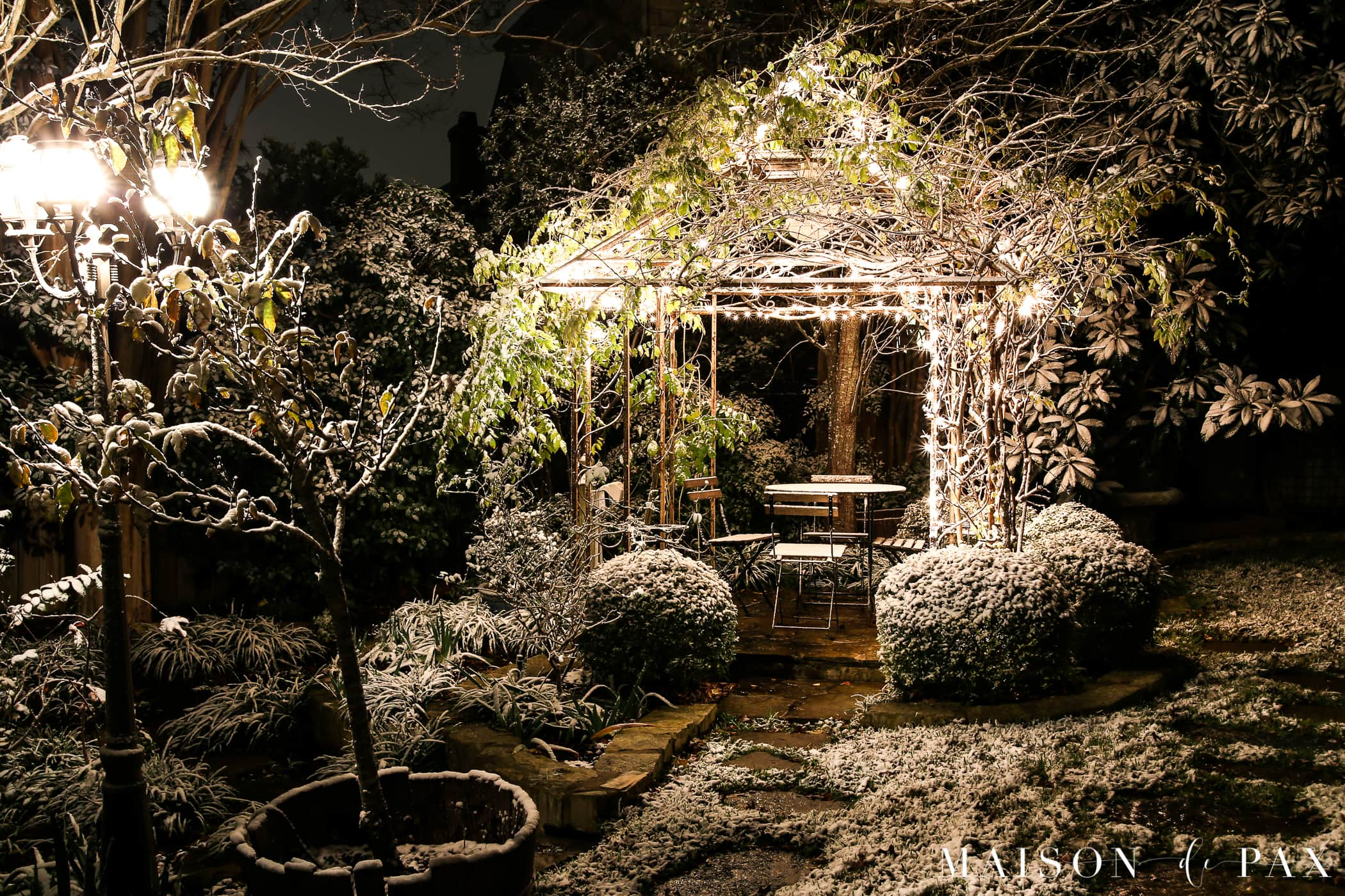 arbor with christmas lights and outdoor smart timer | Maison de Pax