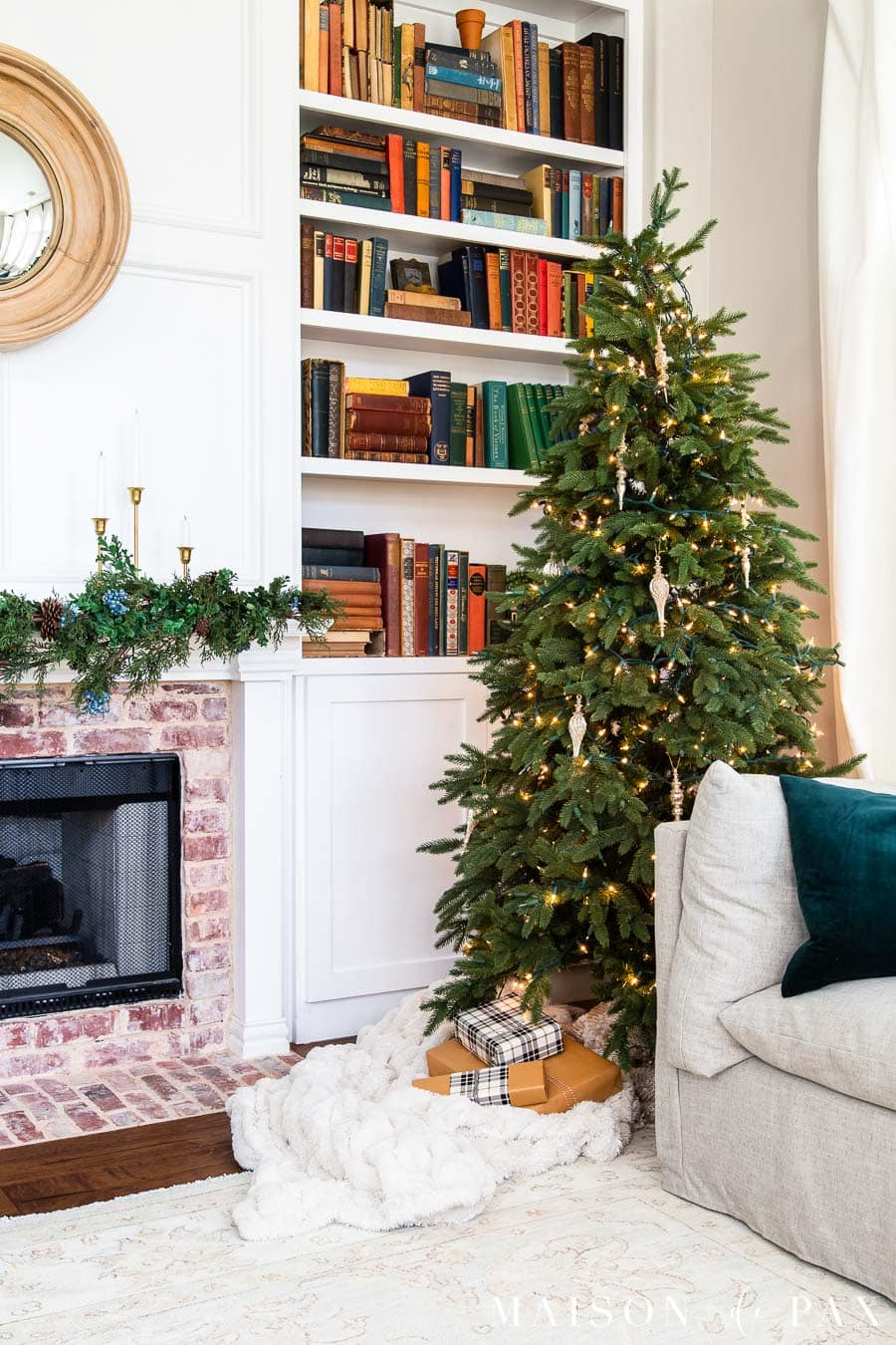 fireplace and bookcase with christmas tree | Maison de Pax