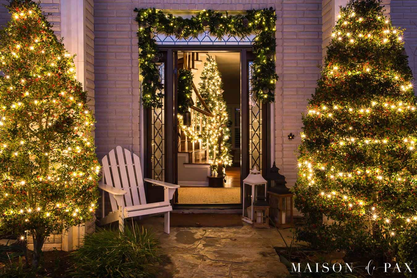 home lit up at night with Christmas lights | Maison de Pax