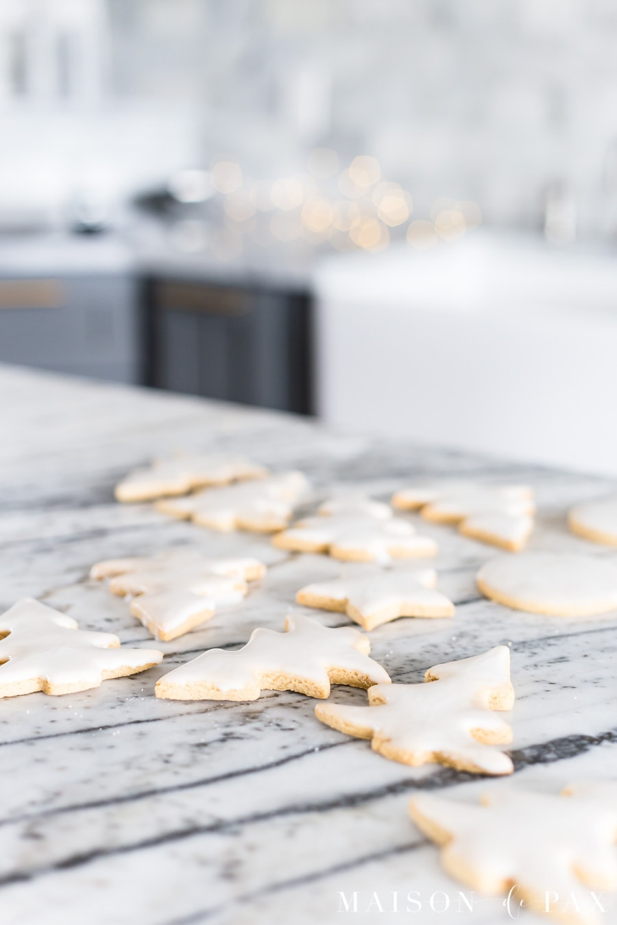 christmas tree shaped iced sugar cookies with peanut butter | Maison de Pax