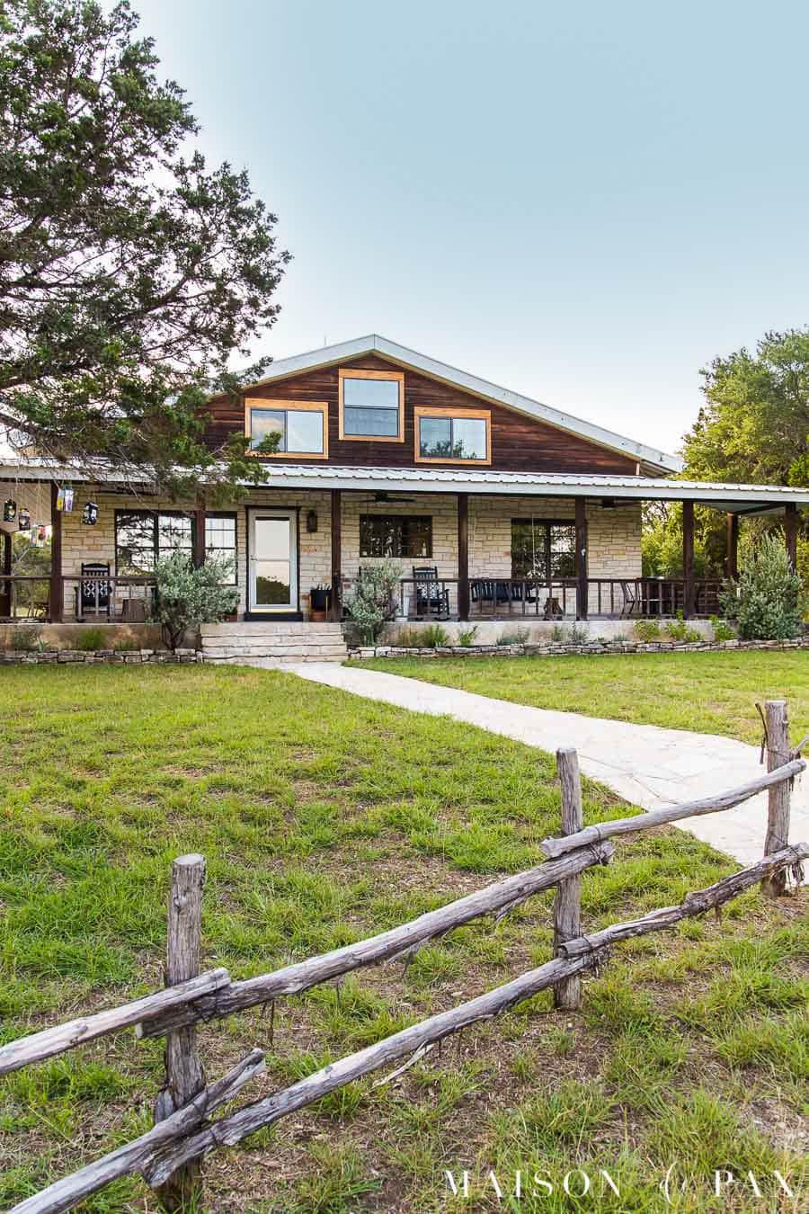 farm house with wrap around front porch | Maison de Pax