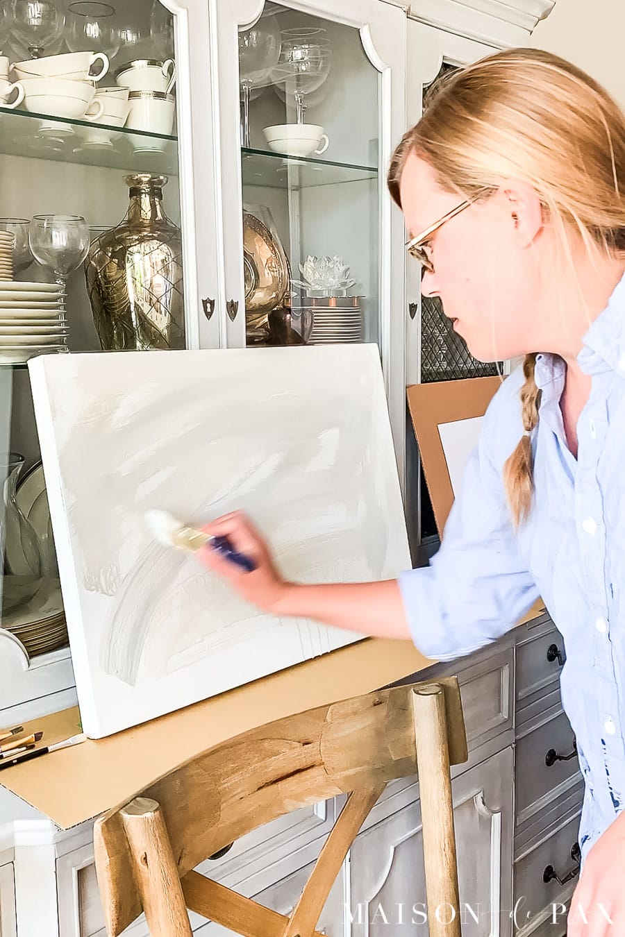 woman painting acrylic on canvas   Maison de Pax