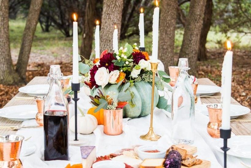 outdoor thanksgiving table with friendsgiving ideas | Maison de Pax