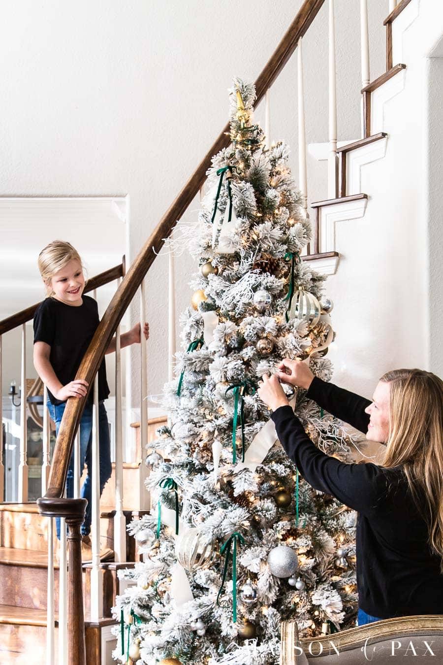 Flocked Christmas Tree Decorating Ideas Maison De Pax