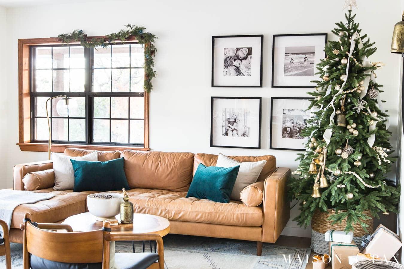 simple living room christmas decorating ideas | Maison de Pax