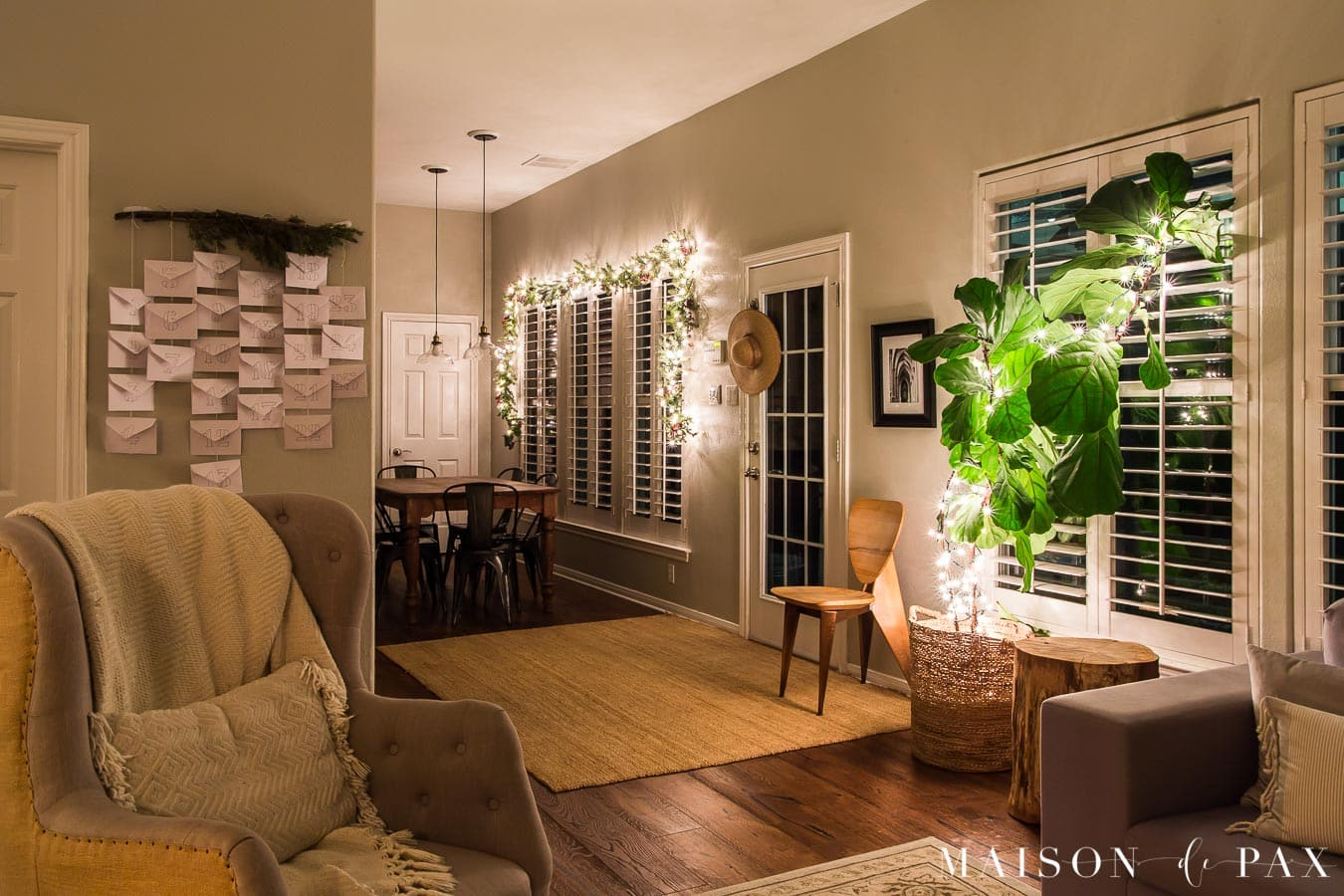 Christmas home tour at night with advent calendar | Maison de Pax