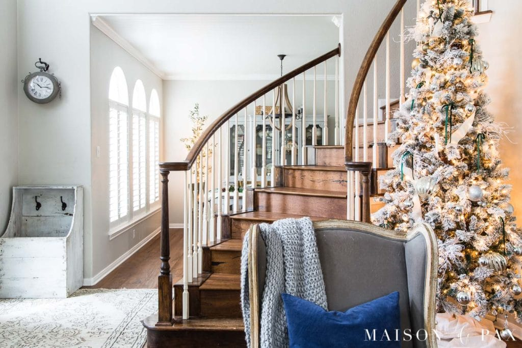 View of stairs with big Christmas tree | Maison de Pax