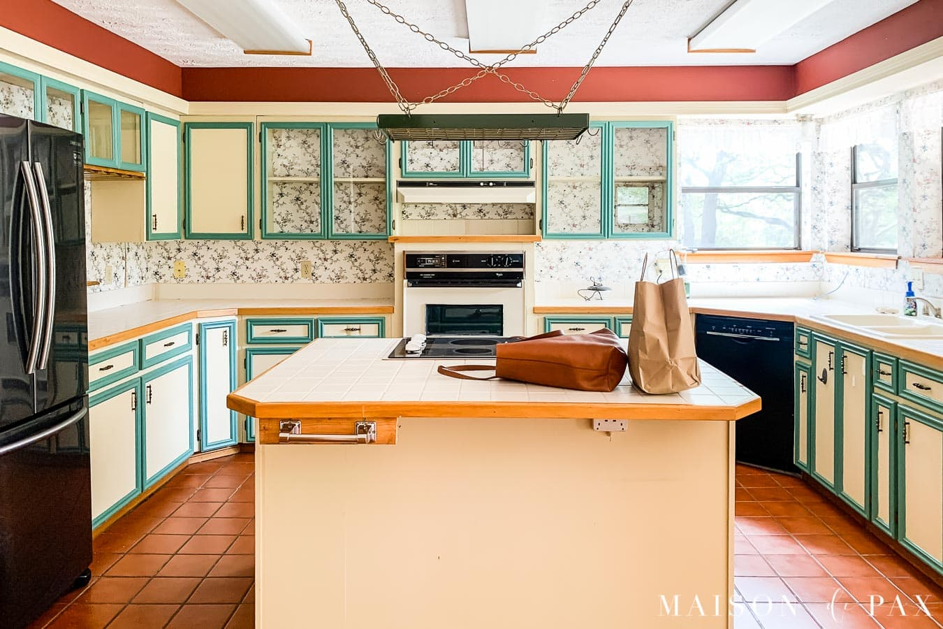 dated 80s kitchen before renovation - see how it changed | Maison de Pax