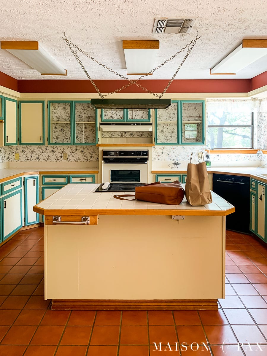 outdated kitchen before renovation